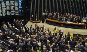 Câmara aprova projeto que reajusta salários de servidores do Judiciário!