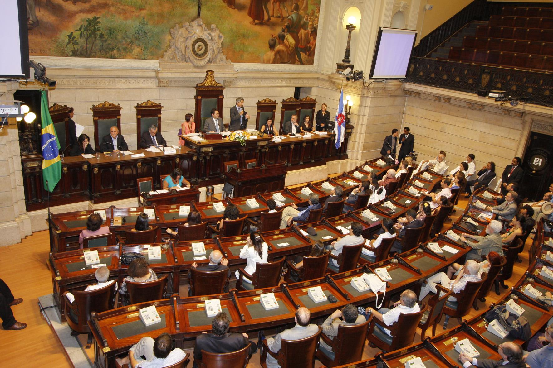 Concurso Câmara-Rio: Saiu edital para os níveis médio e superior! Inicial de R$ 6 mil para técnico legislativo!