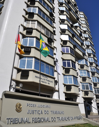 Foto recente da sede atual, na Av. Praia de Belas, 1100, bairro