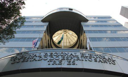 Entrada do Tribunal Regional Eleitoral, que promove o concurso TRE ES