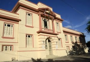 3c868e240be8 Edital Prefeitura de Alagoinhas BA: SAIU! Mais de 90 vagas e iniciais de R