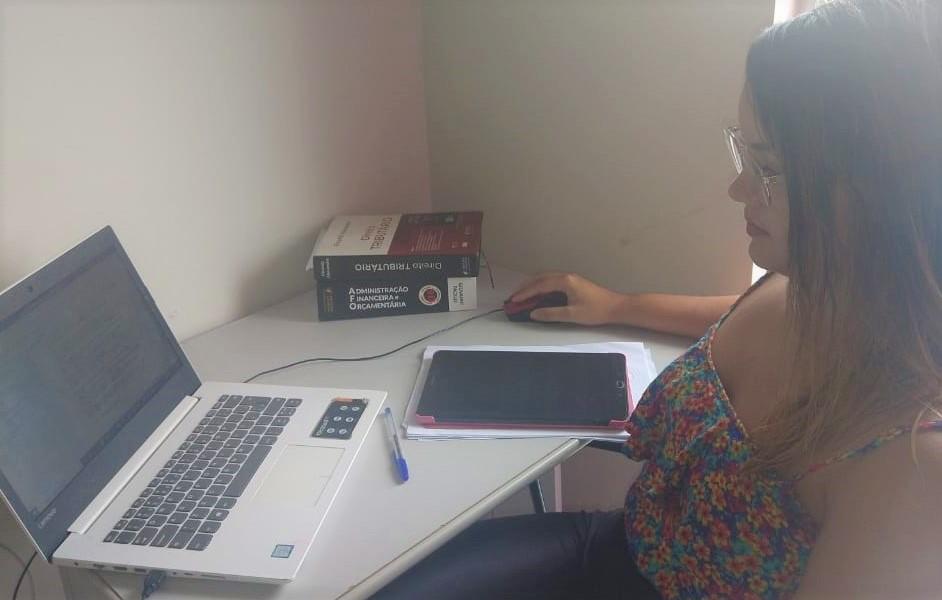 concurso sefaz al - fernanda estudando em casa